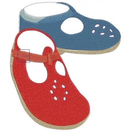 Chaussures bébé motif broderie machine