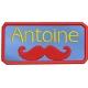 Etiquette école avec moustache broderie machine sous forme d'écusson à coller